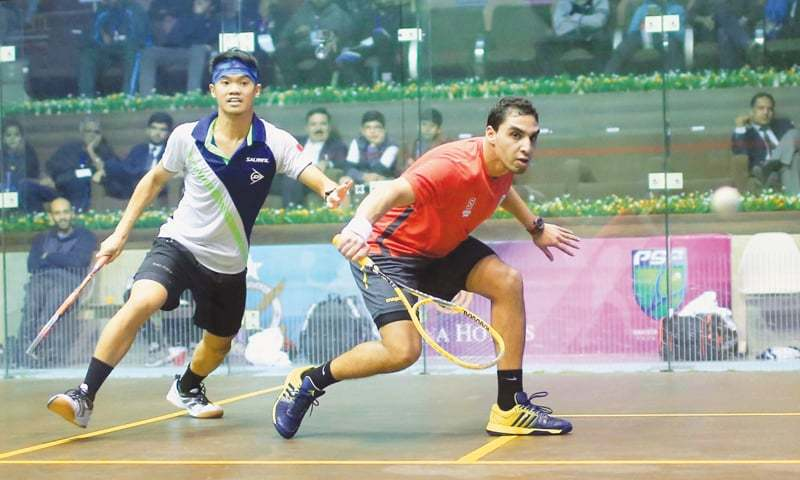ISLAMABAD: Zahed Mohamed (R) of Egypt in action against Malaysia's Eain Yow Ng during the Pakistan Open Squash Championship quarter-final at the Mushaf Squash Complex.—INP