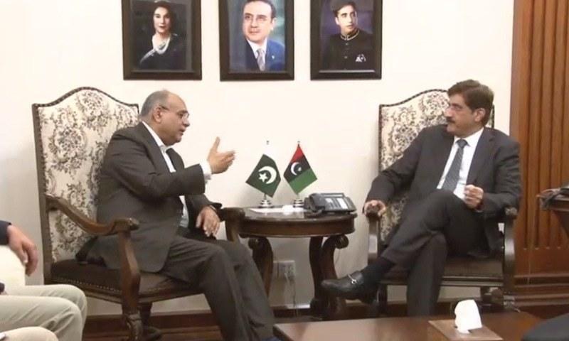 وزیر اعلیٰ سندھ مراد علی شاہ اور چیئرمین پی سی بی نجم سیٹھی کے درمیان ملاقات کا ایک منظر—