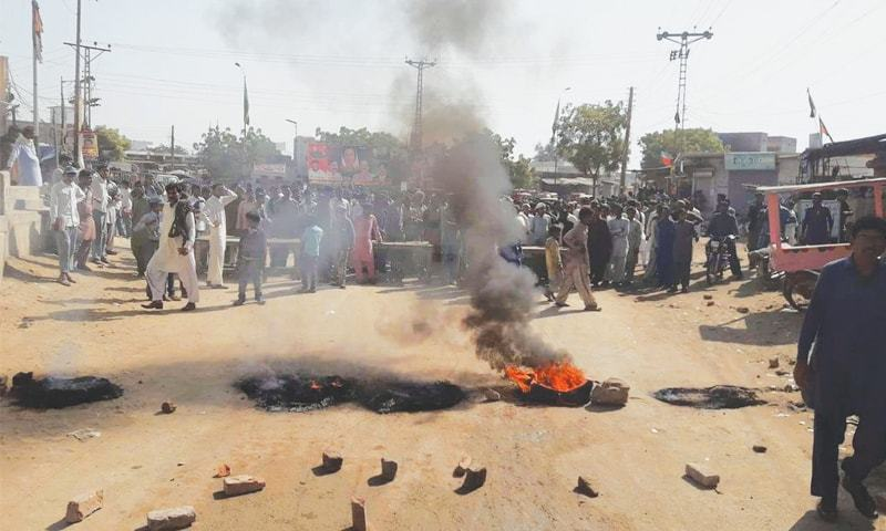 PEOPLE hold a protest in the Shahi Bazaar area of Mithi on Friday.—Dawn