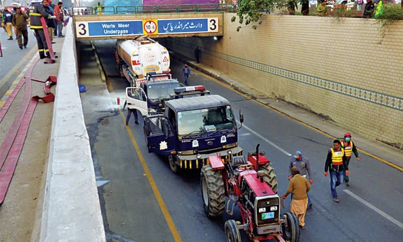 A goof-up by an oil tanker driver on the campus underpass on Canal Road triggered massive traffic problems on Sunday. — White Star