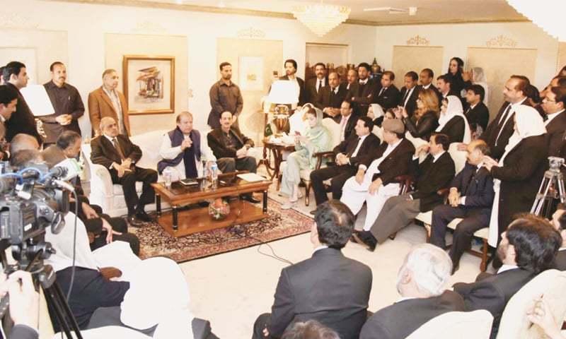 ISLAMABAD: Former prime minister Nawaz Sharif talks to a lawyers' delegation at Punjab House on Tuesday. His daughter Maryam, Senator Raja Zafarul Haq and Punjab Governor Malik Muhammad Rafique Rajwana are also present.—White Star