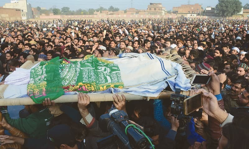 ZAINAB's body being carried during her funeral in Kasur on Wednesday.—AFP