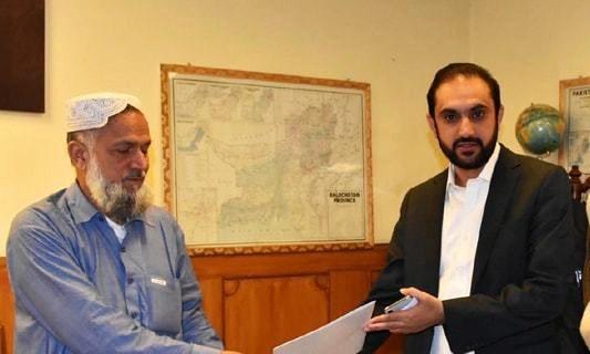 Abdul Quddus Bizenjo (R) submits no-confidence motion against Zehri. —Online/File