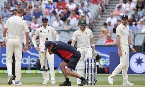 آسٹریلیا اور انگلش ٹیموں کے کپتانوں اسٹیون سمتھ اور جوروٹ نے بھی میلبرن کی وکٹ پر تنقید کی تھی— فائل فوٹو: اے ایف پی