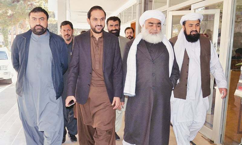 MIR Abdul Quddus Bizenjo (second from left) along with Leader of the Opposition in the Balochistan Assembly Maulana Abdul Wasey, Zamarak Khan Achakzai and former home minister Mir Sarfaraz Bugti arrives at the assembly secretariat to submit his nomination papers for the office of chief minister.—Online