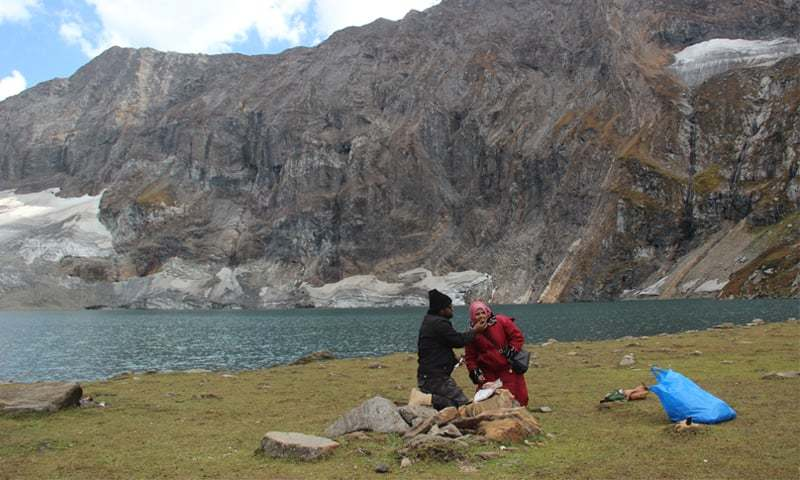 The newly-wed couple cuts a cake to celebrate their one-month wedding anniversary at Ratti Gali Lake - Photo by Abdul Hafeez