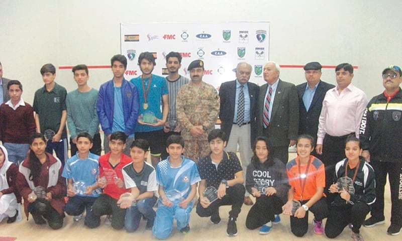 TANDO ALLAHYAR: Prize winners of the Rehana Nazar Memorial Squash Championship pose with the chief guest Maj Gen Mohammad Ali on Wednesday.