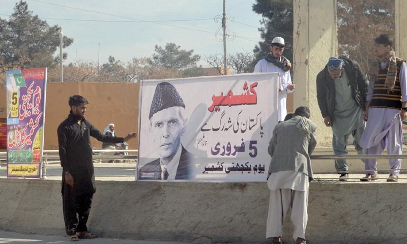 QUETTA: Banners inscribed with slogans related to the Kashmir Solidarity Day on display on a road near the Provincial Assembly Chowk on Sunday.—Online