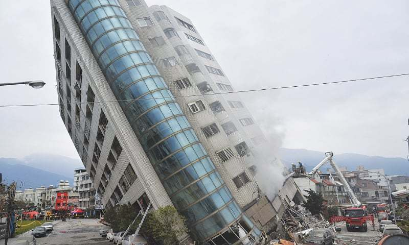 6 dead, 76 missing after strong quake hits Taiwan