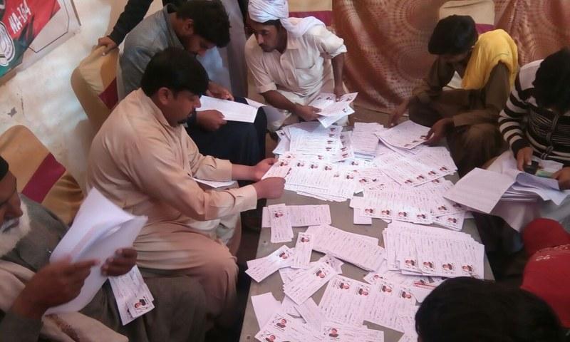 A PTI camp in Lodhran. — <em>DawnNews</em>