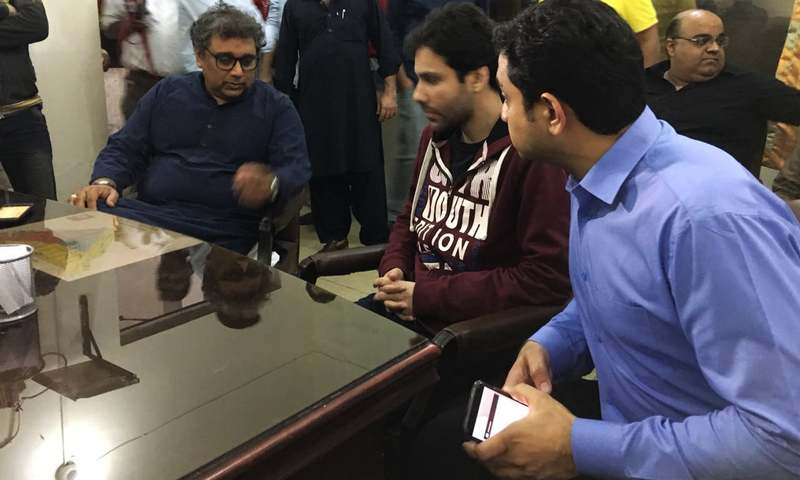 Ahsan Alavi and PTI leaders filed a complaint in Gizri police station early Tuesday. — Photo by author