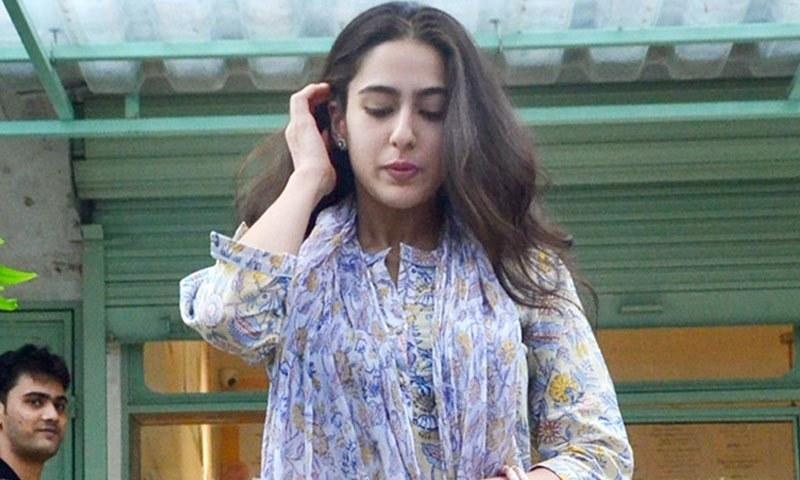 سارہ علی خان پہلی بار عرفان خان کے ساتھ نظر آئیں گی—فوٹو: انڈیا ڈاٹ کام