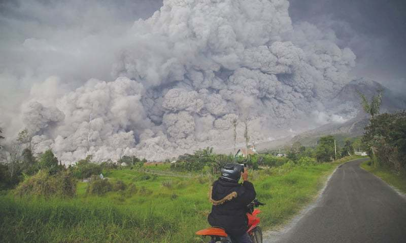 Mount Sinabung Volcano Photos, Videos: Warnings After 16000 Feet Ash Columns