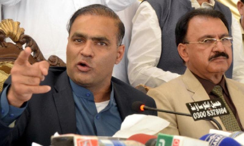 State Minister Abid Sher Ali makes a gesture during the open katchehry.—INP