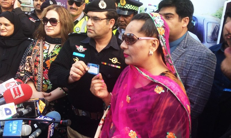 SSP Traffic Yasir Khan Afridi hands over traffic licences to 15 transgenders. —photo provided by author
