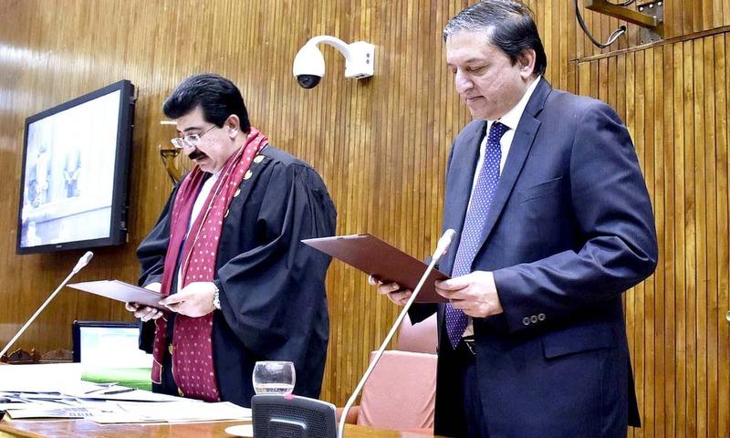 Chairman Senate Sadiq Sanjrani administers oath to newly elected Deputy Chairman Saleem Mandviwalla. —APP