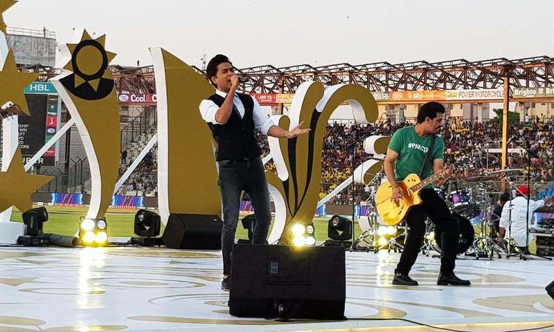 Shehzad Roy giving his high-voltage performance at the closing ceremony of PSL at Karachi's National Stadium on Sunday. ─PSL