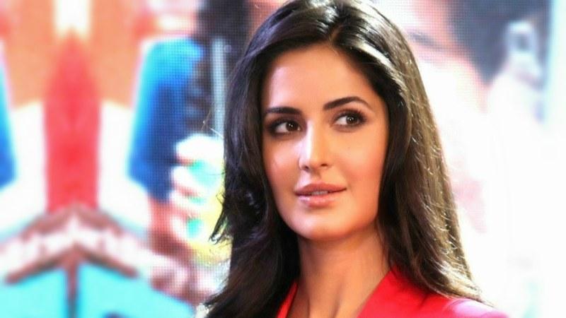 Salman Khan romances Katrina at 'Da-Bangg' concert