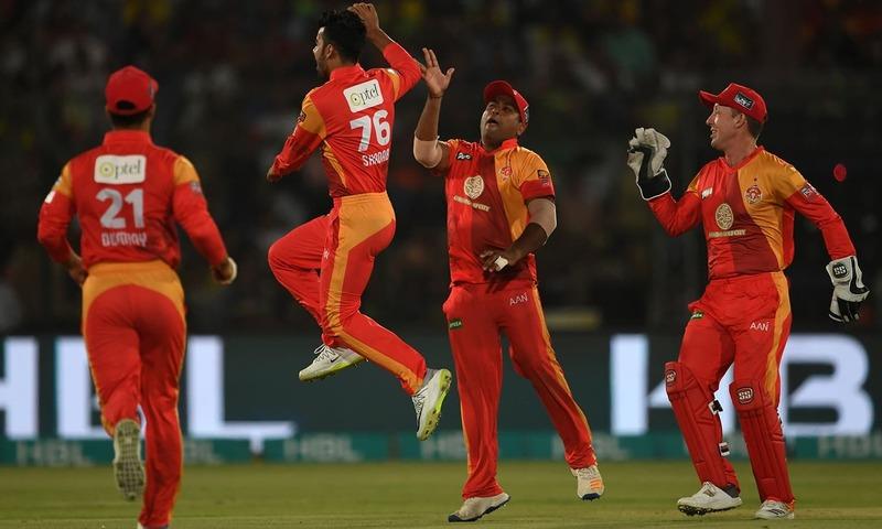 Shadab Khan (2L) of Islamabad United celebrates with teammates after taking the wicket of Darren Sammy of Peshawar Zalmi during the Pakistan Super League final match between Peshawar Zalmi vs Islamabad United at the National Cricket Stadium in Karachi on March 25, 2018.