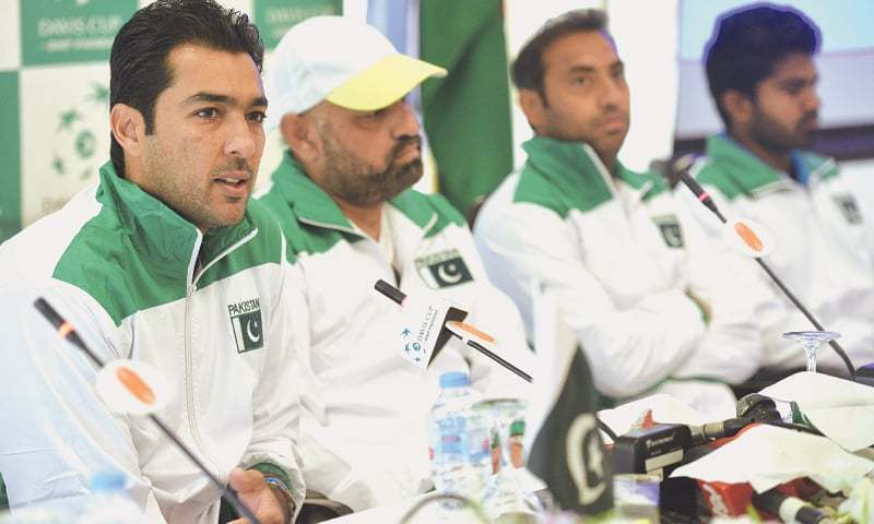 ISLAMABAD: Aisam-ul-Haq (L) speaks during the news conference on Tuesday, on the eve of Pakistan's Davis Cup tie against Uzbekistan. —Tanveer Shahzad/White Star