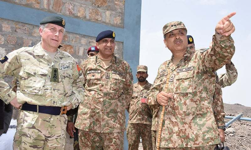 Gen Sir Nicholas Patrick Carter, Chief of General Staff (CGS) of the UK Army, with Chief of Army Staff (COAS) Gen Qamar Javed Bajwa during a visit to Balochistan's Girdi Jungle and Brabchah areas. ─ISPR