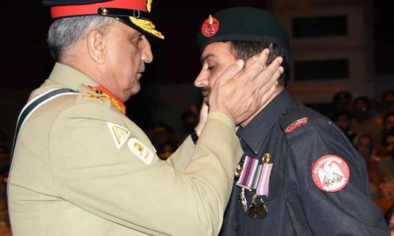 Gen Bajwa presenting an award to a Balochistan Levies officer. ─ISPR