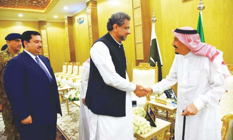 RIYADH: Prime Minister Shahid Khaqan Abbasi shakes hands with King Salman bin Abdulaziz on Monday. Army Chief Gen Qamar Javed Bajwa and Minister for Defence Khurram Dastagir are also seen.—PPI