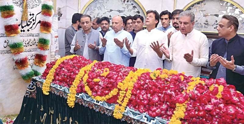 Pakistan Tehreek-i-Insaf Chairman Imran Khan along with other party leaders at the shrine of Hazrat Data Ganj Bakhsh. — White Star