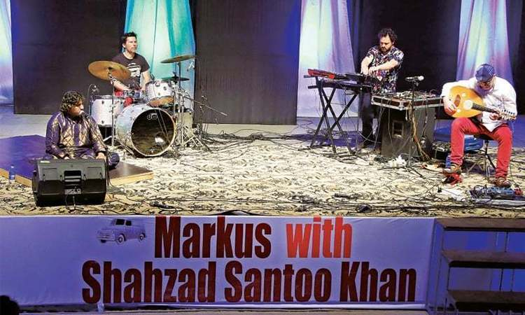 A few trips between France and Pakistan sealed their collaboration and gave another dimension to their fusion of qawwali and break.