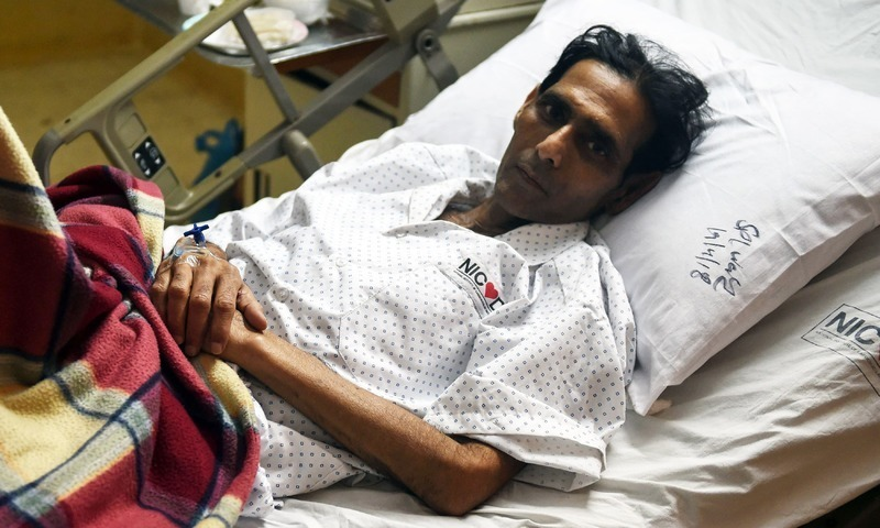 Former field hockey goalkeeper Mansoor Ahmed being treated at a hospital in Karachi, following complications stemming from a pacemaker and stents implanted in his heart. — AFP/File