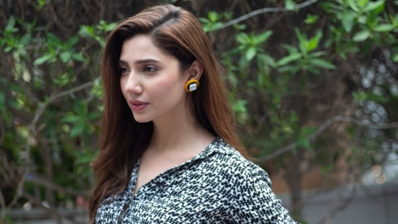 "As to the question that's on everyone's mind, ""What will Mahira be wearing?"" Well, the actress still isn't sure."