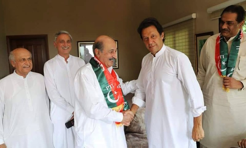 PTI chief Imran Khan and MPA Abdul Razzaq Khan Niazi pose after the latter formally announced to join the party. —Photo courtesy PTI