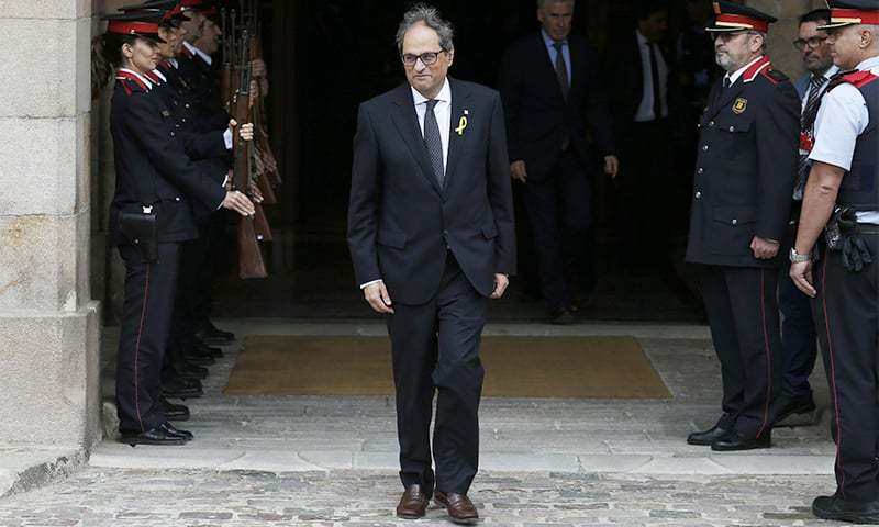 Newly appointed Catalan president Quim Torra, leaves the parliament after a parliamentary vote session in Barcelona. ─ AP