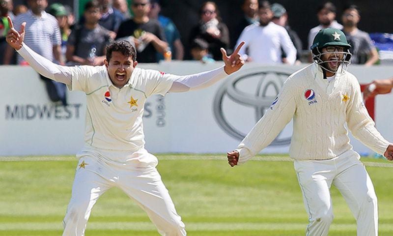پاکستان کی جانب سے محمد عباس نے شاندار باؤلنگ کرتے ہوئے میچ میں 9 وکٹیں حاصل کیں— فوٹو: اے ایف پی