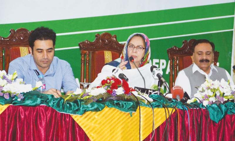 QUETTA: Adiviser to the Chief Minister on Finance Dr Ruqayya Saeed Hashmi addresses post-budget press conference  on Tuesday.—PPI