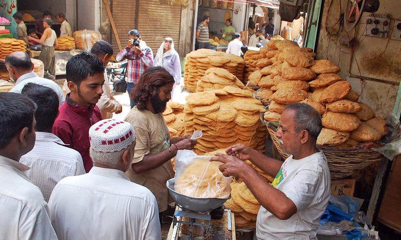 کمشنر کراچی نے  اشیاء خورد و نوش کی قیمتوں کا تعین کردیا —۔