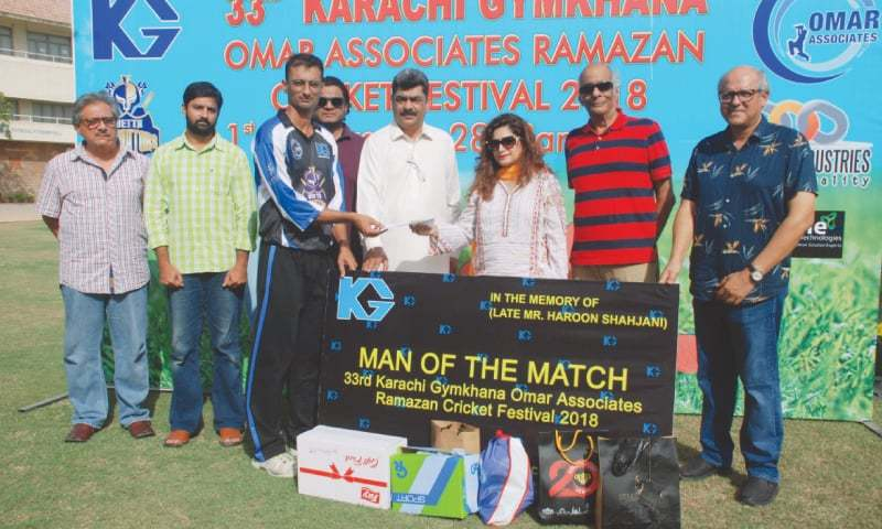 KARACHI: Chief guest Sarwat Chandio gives away the man-of-the-match award to Omar CC's Faraz Ahmed Khan.