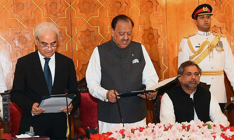 This handout photograph released by the Press Information Department shows Pakistan's President Mamnoon Hussain (3R) administering the oath to Nasirul Mulk as caretaker Prime Minister during an oath-taking ceremony at The President House in Islamabad. — AFP