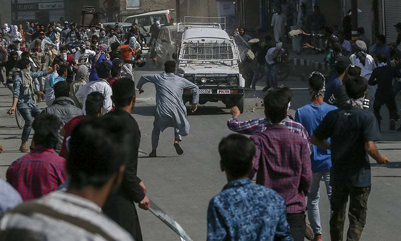 Shotguns fired by police at funeral of Kashmir protester