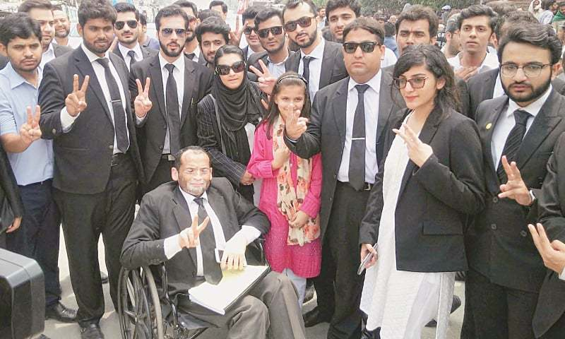 LAHORE:  Khadija Siddiqui, her lawyers and supporters flash victory sign outside the Supreme Court registry on Sunday.—Online