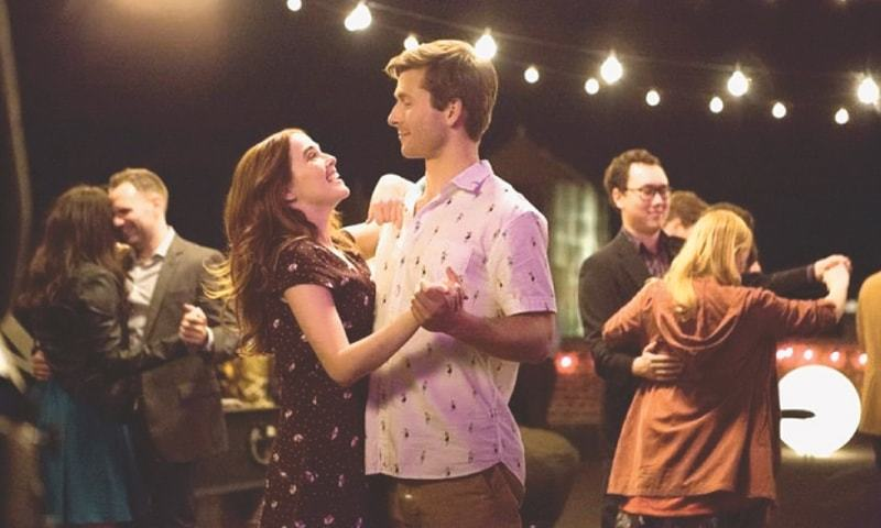 ACTORS Glen Powell and Zoey Deutch in a scene from Set It Up.
