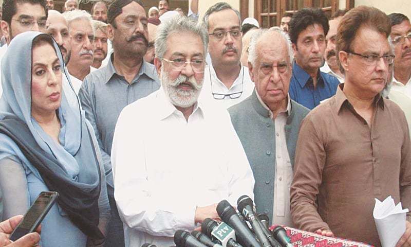 HEAD of the Grand Democratic Alliance Pir Pagara Sibghatullah Shah Rashdi accompanied by former National Assembly speaker Dr Fehmida Mirza, former Sindh CM Ghous Ali Shah and Qaumi Awami Tehreek president Ayaz Latif Palijo talks to the media after the GDA meeting at  Kingri House on Wednesday.—Online