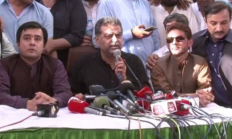 LAHORE: Disgruntled leader of Pakistan Muslim League-Nawaz Zaeem Qadri addresses a press conference on Thursday.—Dawn