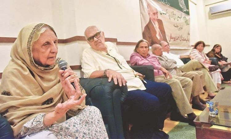 Prof Shaista Zaidi went down memory lane and reminisced about the time Yousufi sahib read out an essay on Faiz Ahmed Faiz at the Arts Council - White Star