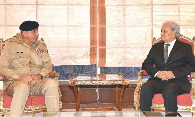 ISLAMABAD: Chief of the Army Staff Gen Qamar Javed Bajwa calls on caretaker Prime Minister Nasirul Mulk at the Prime Minister Office on Monday.—INP