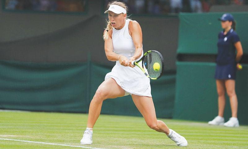 CAROLINE Wozniacki returns to Ekaterina Makarova during their second-round match at Wimbledon on Wednesday. —AFP
