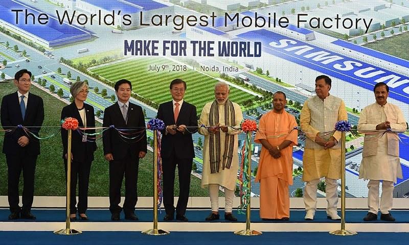اس فیکٹری کا افتتاح بھارتی وزیراعظم اور جنوبی کورین صدر نے مشترکہ طور پر کیا — اے ایف پی فوٹو