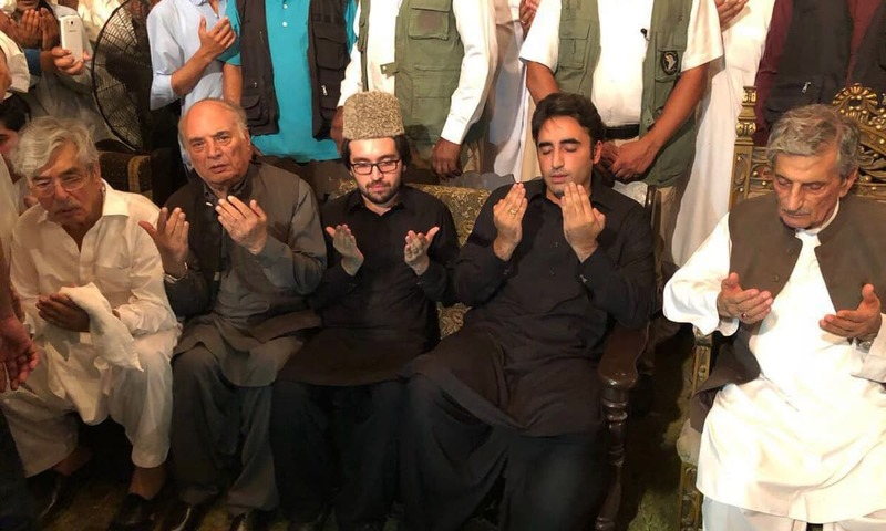 PPP Chairperson Bilawal Bhutto Zardari, Harroon Bilour's son Daniyal, Ghulam Ahmed Bilour and others offer prayers for Haroon Bilour. — Photo courtesy Naz Baloch Twittter