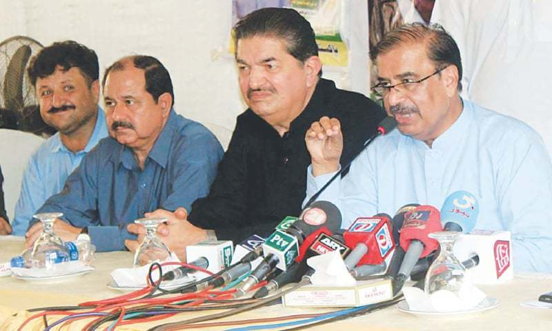 PML-N leader Shah Mohammad Shah speaks at his residence on Friday while (right) PML-F leader Sardar Raheem speaks at the press club.—PPI