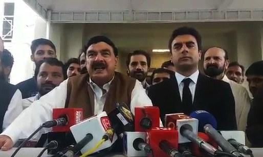 Sheikh Rashid speaks to the media outside SC. — DawnNewsTV